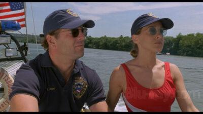 På Skudhold har Bruce Willis og Sarah Jessica Parker i hovedrollerne